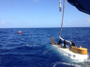 Divers detatching the HOV Shinkai6500. Photo credit: Diva Amon.